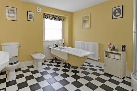 Vale House Twin Room - Chalford - Bed & Breakfast