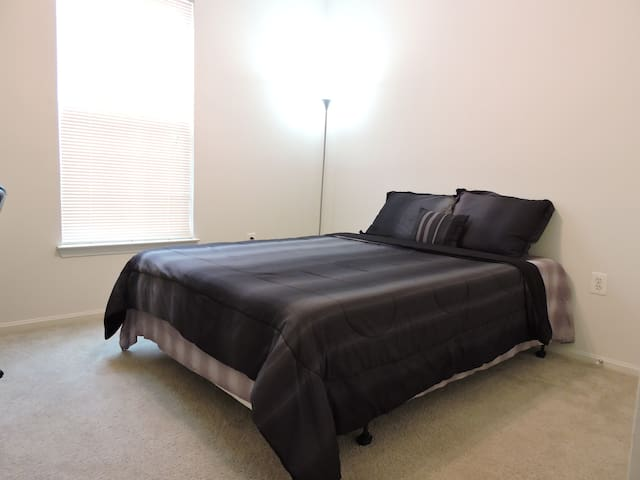 Private Bedroom with Private Bath - Herndon - Apartamento