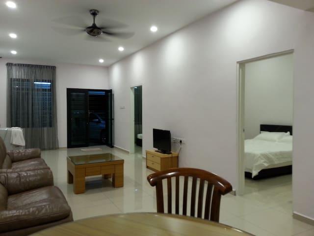 Johor Bahru TUTA near Sutera Mall - Skudai - Dom