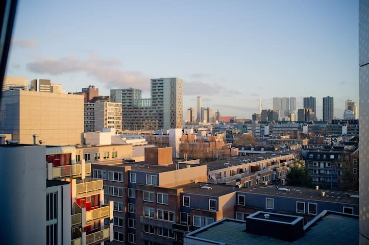 Luxury Condo at Heart of City