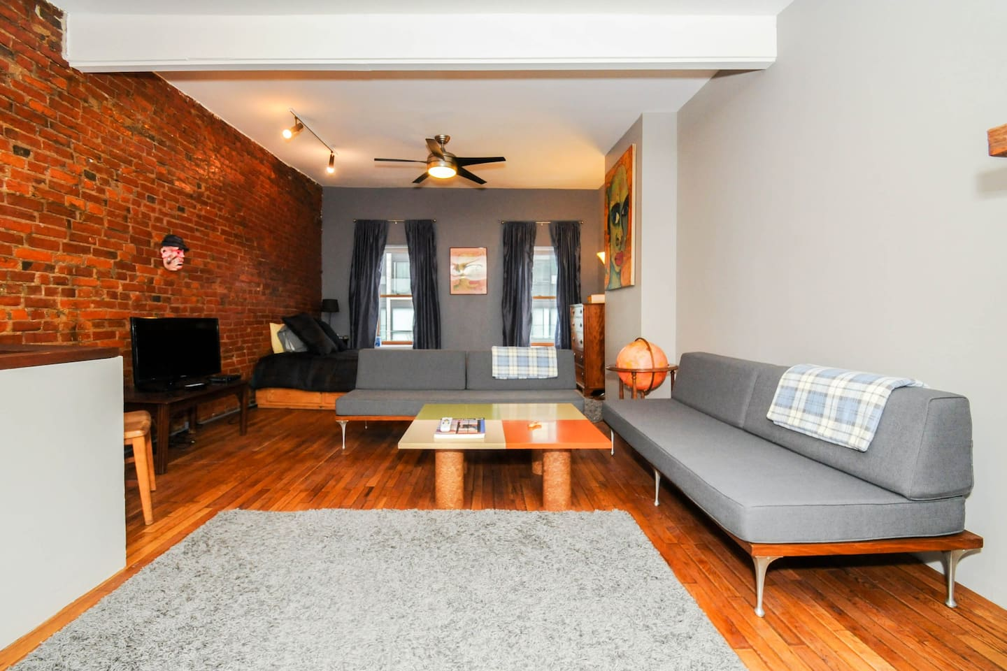 Housed in a pre-war former neon factory. Spacious 3rd floor loft  Beautiful exposed brick walls New kitchen with stainless steel appliances.  Great cross ventilation