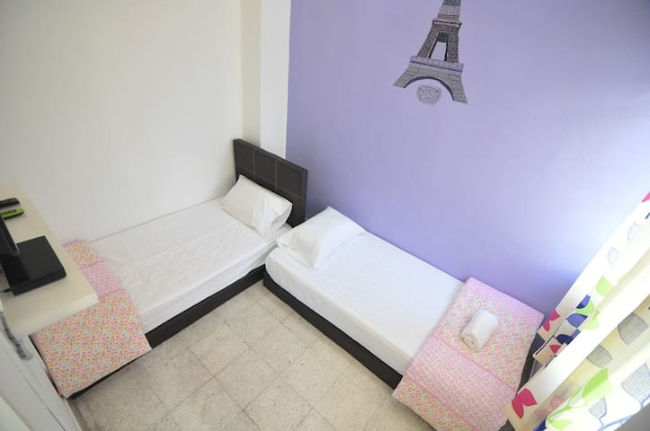 PJ SS2 Twin Room, Air Cond, TV, Astro, WiFI