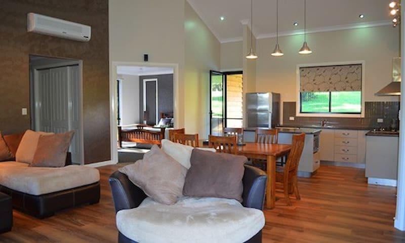 A Luxurious Retreat  - Ravensbourne - Chalé
