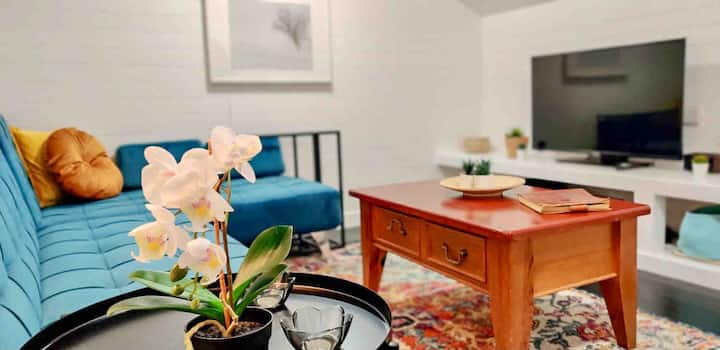 Harriet's Cottage, stylish stay, 3 min to downtown