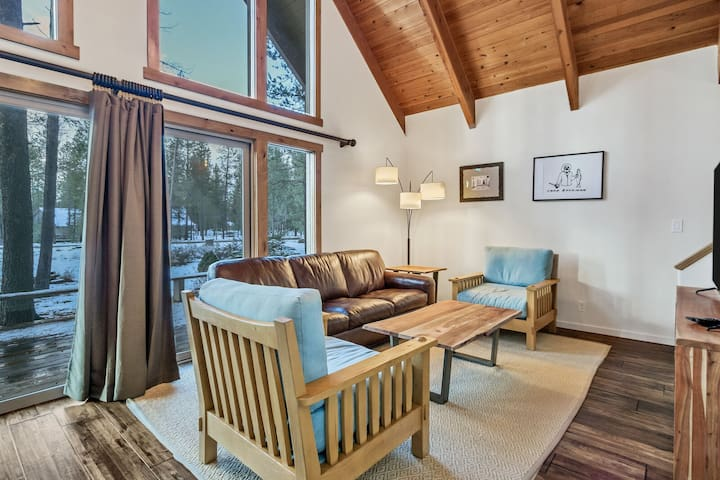 12 Central - Favorite Cabin! Light and Bright, Updated Family Retreat