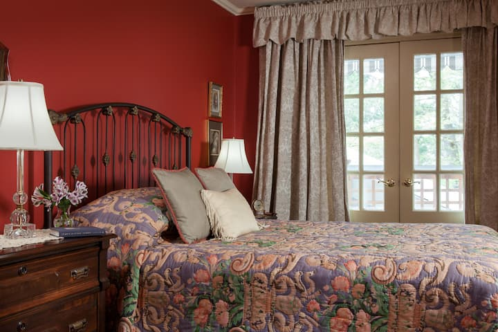 Tuscany Room - Journey Inn Bed & Breakfast