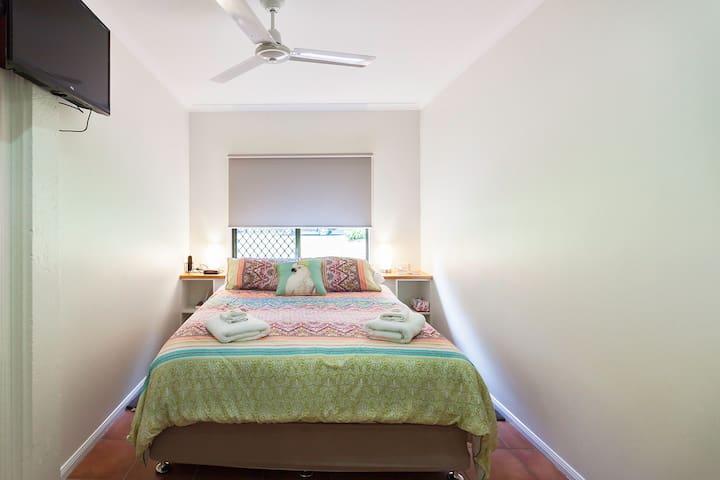 Bedroom 3  Queen Bed   Downstairs