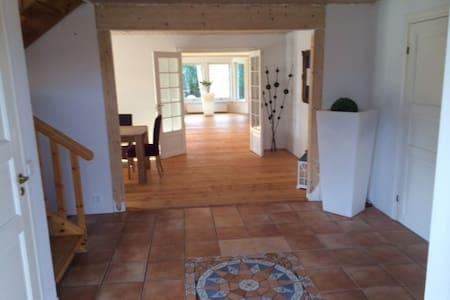 Schwedisches Holzhaus in ruhiger idyllischer Lage - Quickborn - House