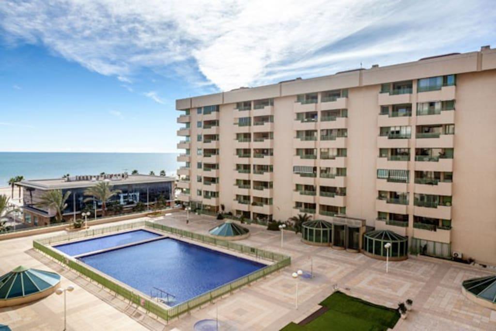 Alquiler vacacional playa valencia apartamentos en for Apartamentos con piscina en valencia