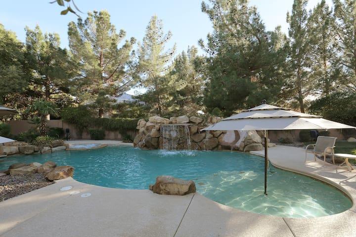 Las Vegas Tropical Pool & Luxury Private Bedrooms