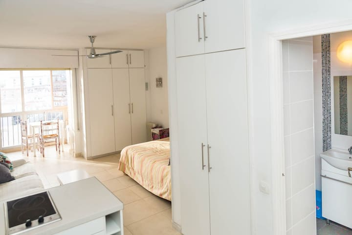 Sunny Studio 500m to the beach with views - Benalmádena - Apartemen