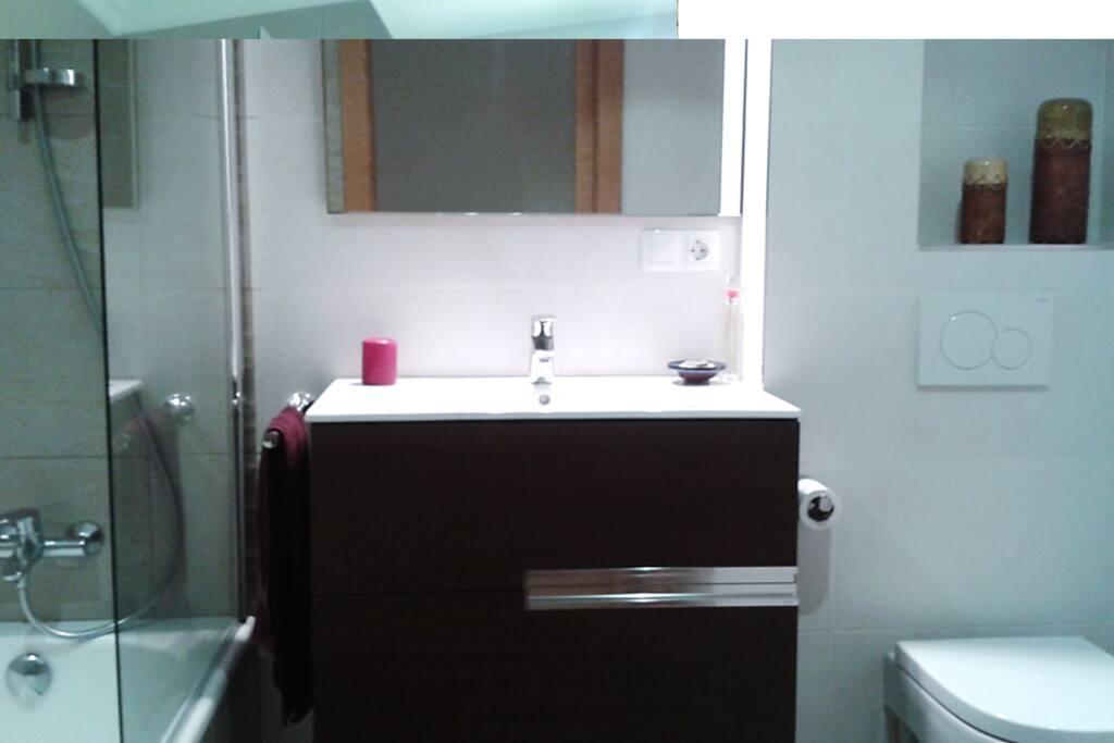 Nice bathroom with a big bathtub and washer