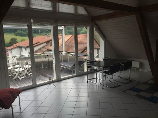 Cooles Privatzimmer in Altstadthaus - Aarburg - Casa