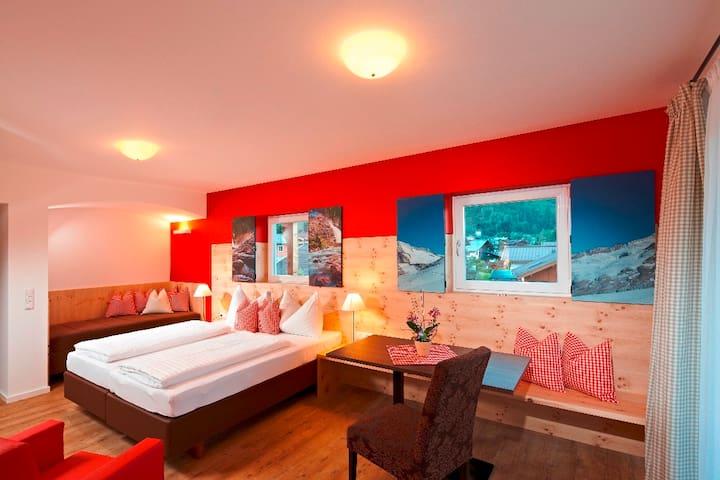 Zirbenhotel Steiger  - Neukirchen am Großvenediger - Bed & Breakfast