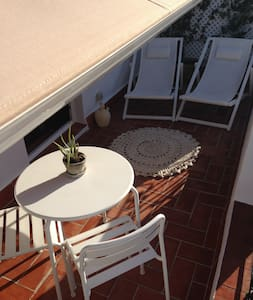 LOVELY APT. WITH TERRACE NEAR LAS RAMBLAS