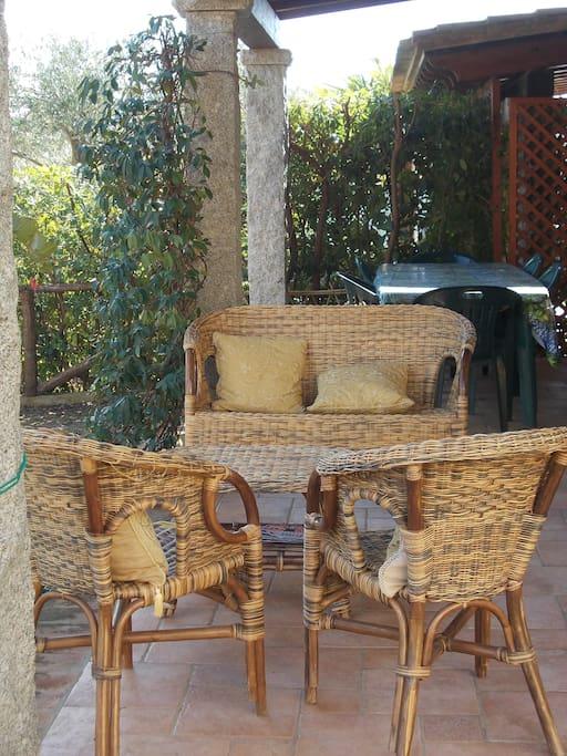 Il patio offre un piacevole spazio per il relax al riparo del sole estivo
