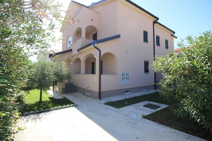 Apt for 4+2 persons with WLAN in Poreč R10879