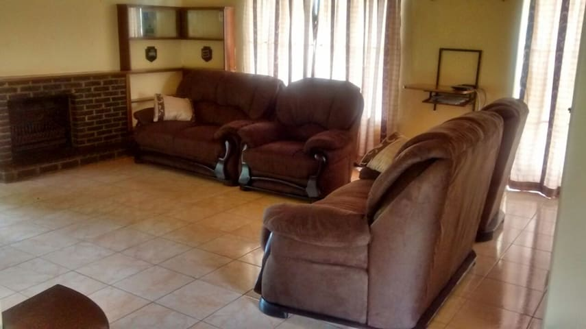 Short stay holiday home - Harare - Rumah