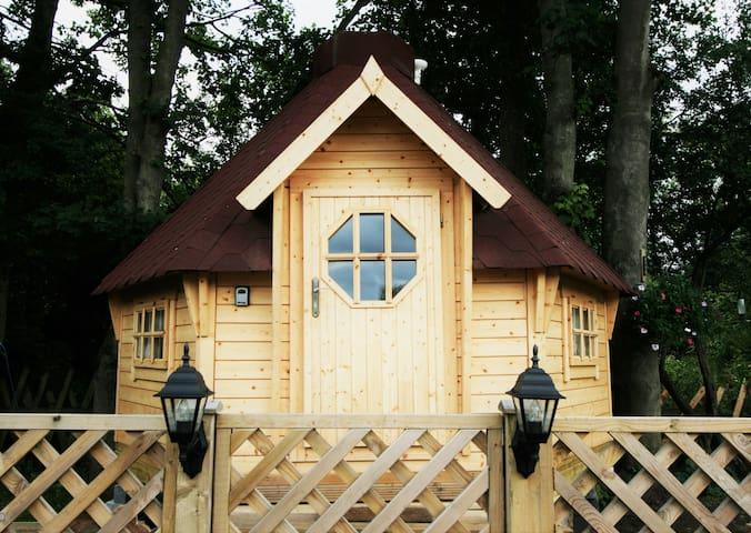 Fairytale Chestnut Cabin in York