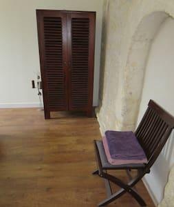 Charming charentais bedroom! - La Jard - House - 2