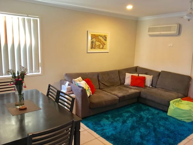 Private Room in Eight Mile Plains - Eight Mile Plains - Townhouse