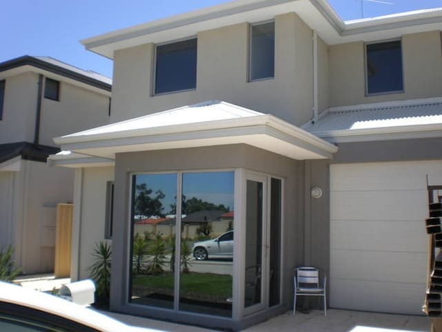 Charlies of Wanneroo - Ashby / PERTH - Villa