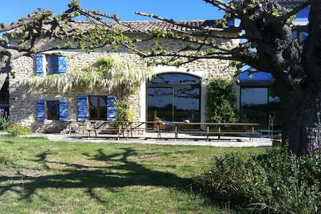 House within a vingnard in Provence - Richerenches