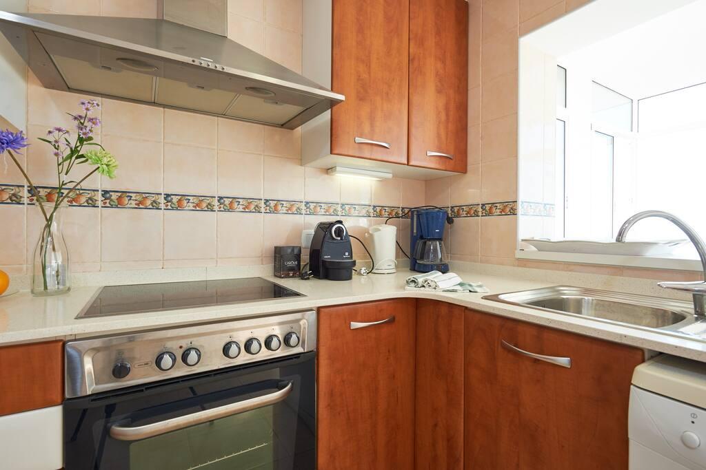 moderne keuken, ruim van opzet.