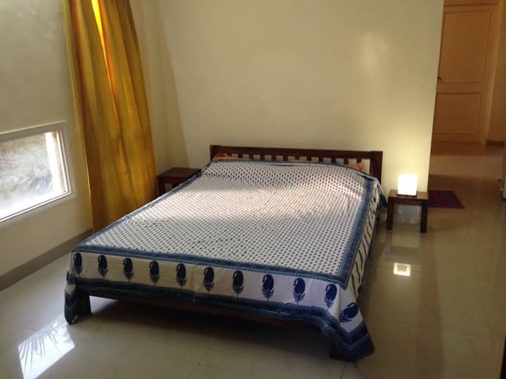 Pleasant stay in Koregaon Park + Fast internet !!!