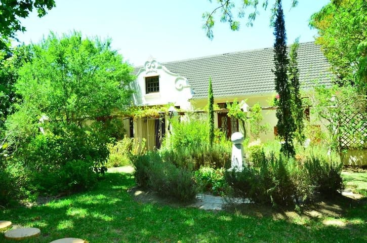 Traditional Cape Dutch Villa - เคปทาวน์ - วิลล่า