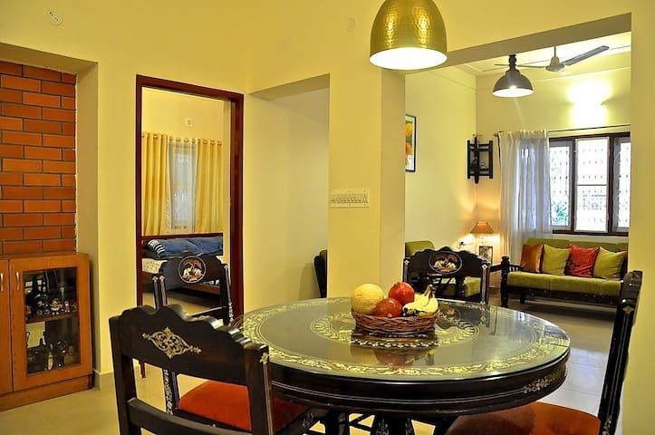 New Tudor Home Close to Movenpick - Bangalore