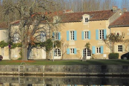 L'Etoile du Port (B&B) Duclair - Saint-Jean-d'Angély - Bed & Breakfast