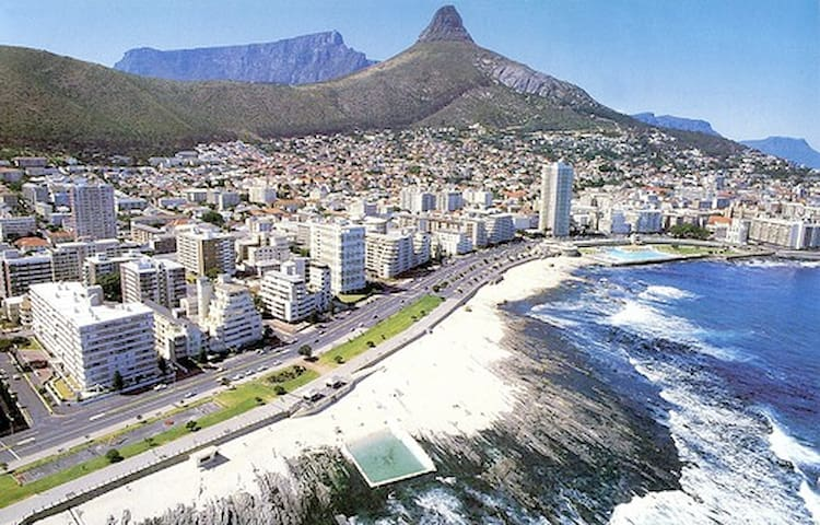 Sea Point Pad - Unbelievably located!