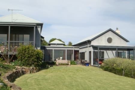A Beach House in the Country - Kiama - Hus