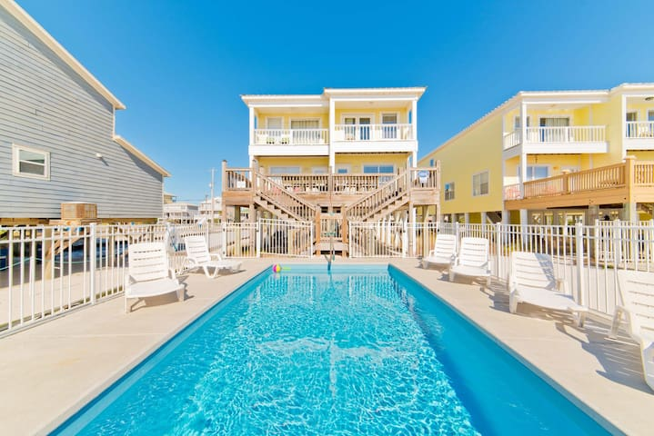 NEW LISTING: Beachfront, Pool, 5Bdr/3Bath