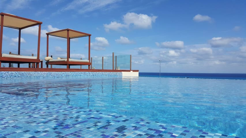 STEPS TO BEACH & 5 Ave. - ROOF POOL - OCEAN VIEW - Playa del Carmen - Leilighet