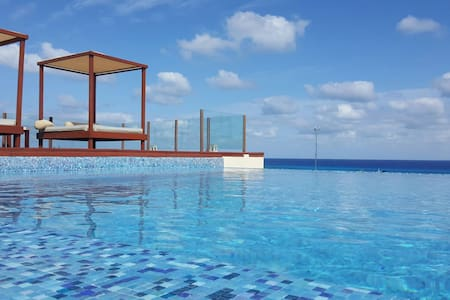 STEPS TO BEACH & 5 Ave. - ROOF POOL - OCEAN VIEW - Playa del Carmen - Apartment