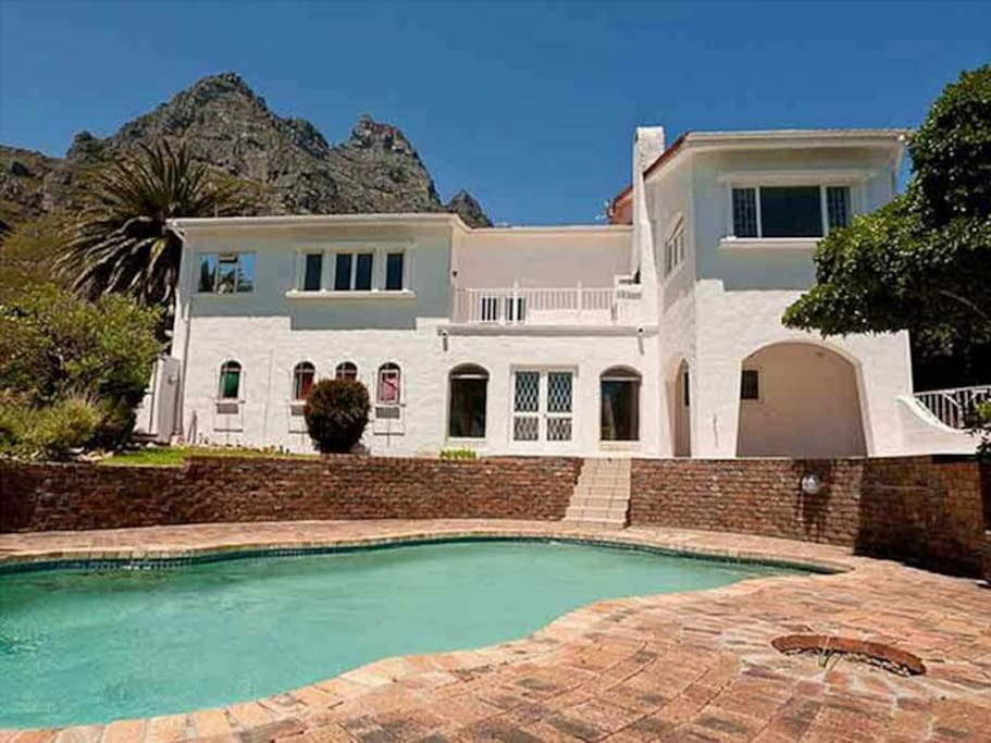 Large double storey house with two separate private Villa's.