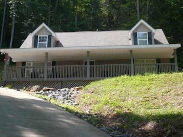 Smoky Mountain Vacation on 4 Acres  - Sylva - Hus