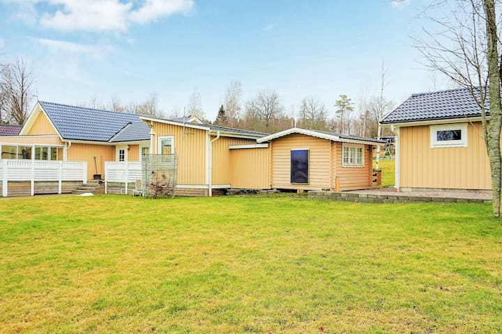 9 person holiday home in MARIESTAD
