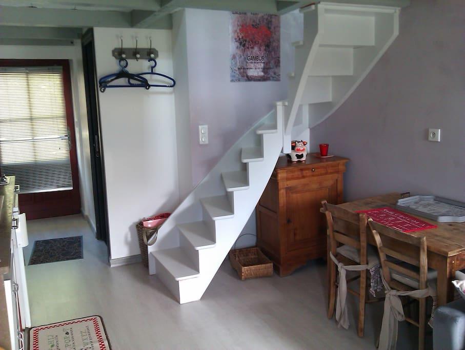 escalier qui monte à la chambre
