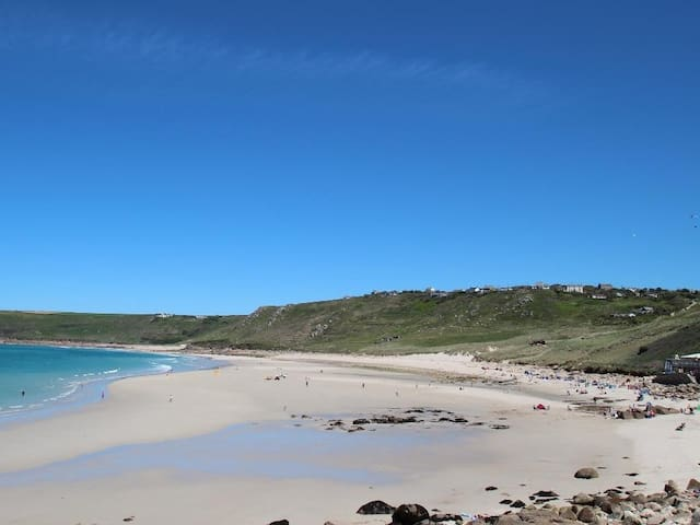 TREGEAN COTTAGE, pet friendly, with open fire in Sennen, Ref 959331