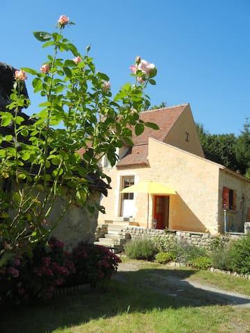 Une petite maison au coeur du Parc - Nocé