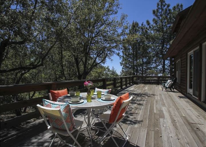 Golden Sunshine: Secluded with Views!