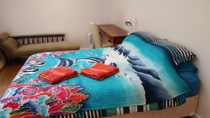 Bright studio in Bayside on Marine Sanctuary