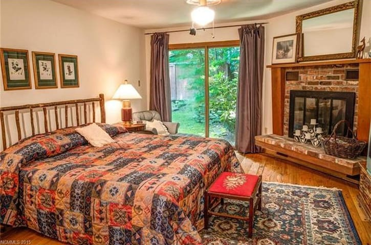 Cozy Suite: walkable to Montreat College. - แบลค เมาน์เทน