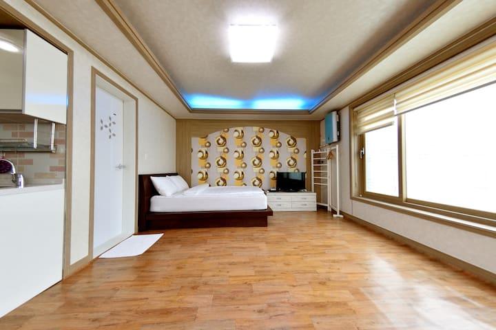 증도 안나하우스펜션 2층