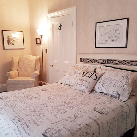Lovely Paris-themed Guest Suite in beautiful Paris