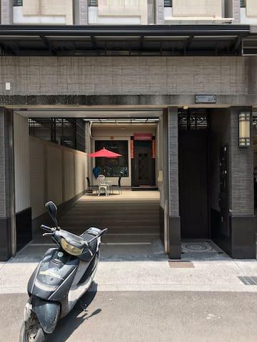 東林休閒民宿 環境清幽,空間舒適,鄰近東港市場、便利商店,購物方便。