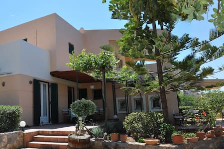 Familyfriendly villa into the trees - Malia - Villa